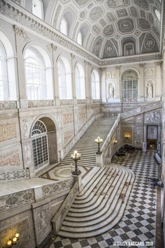 Cosa vedere a Napoli - Palazzo Reale Scalinata