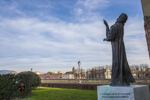Pisa - Statua Galileo Galilei